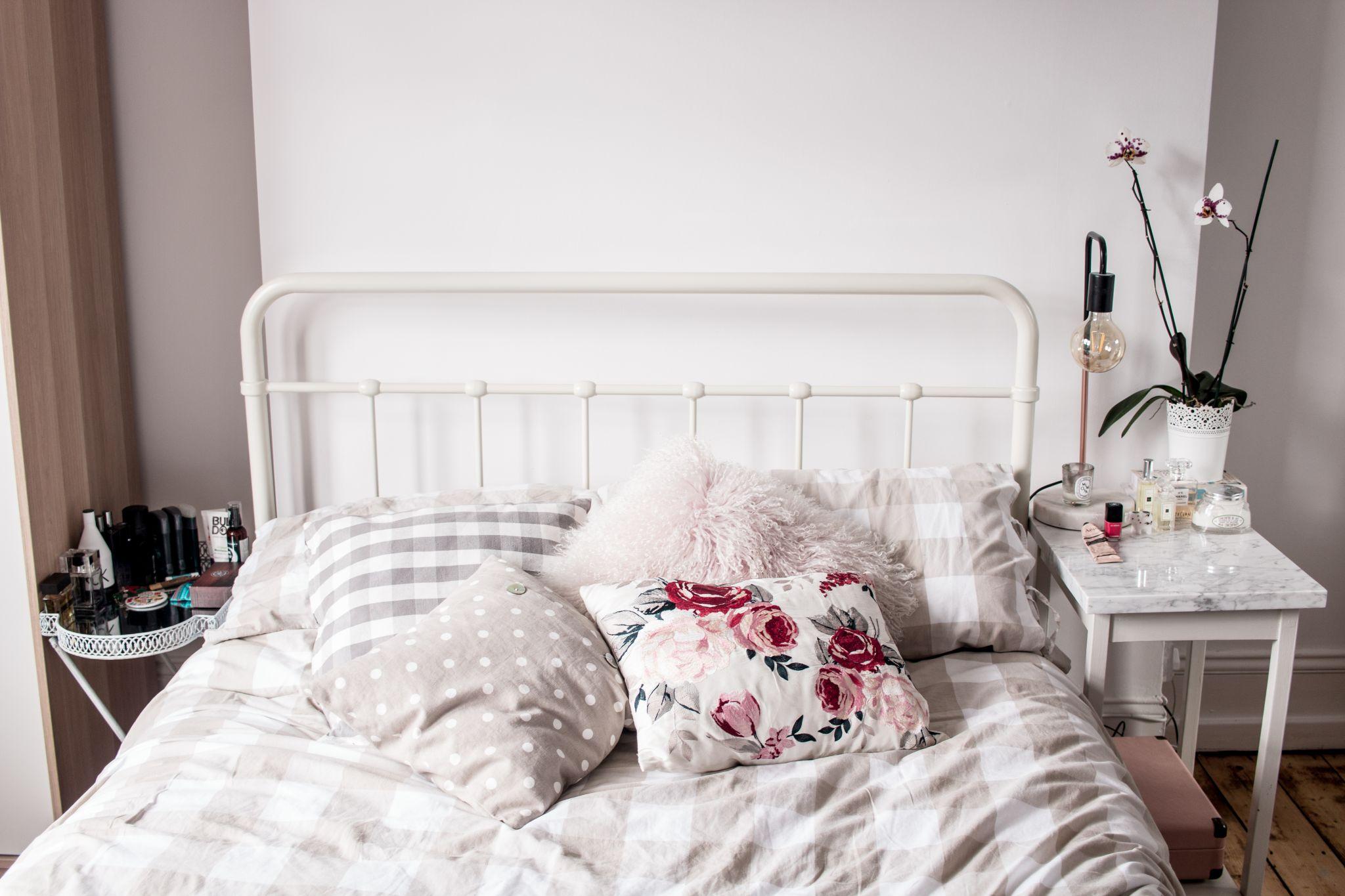 minimal-bedroom-bed-styling-ideas