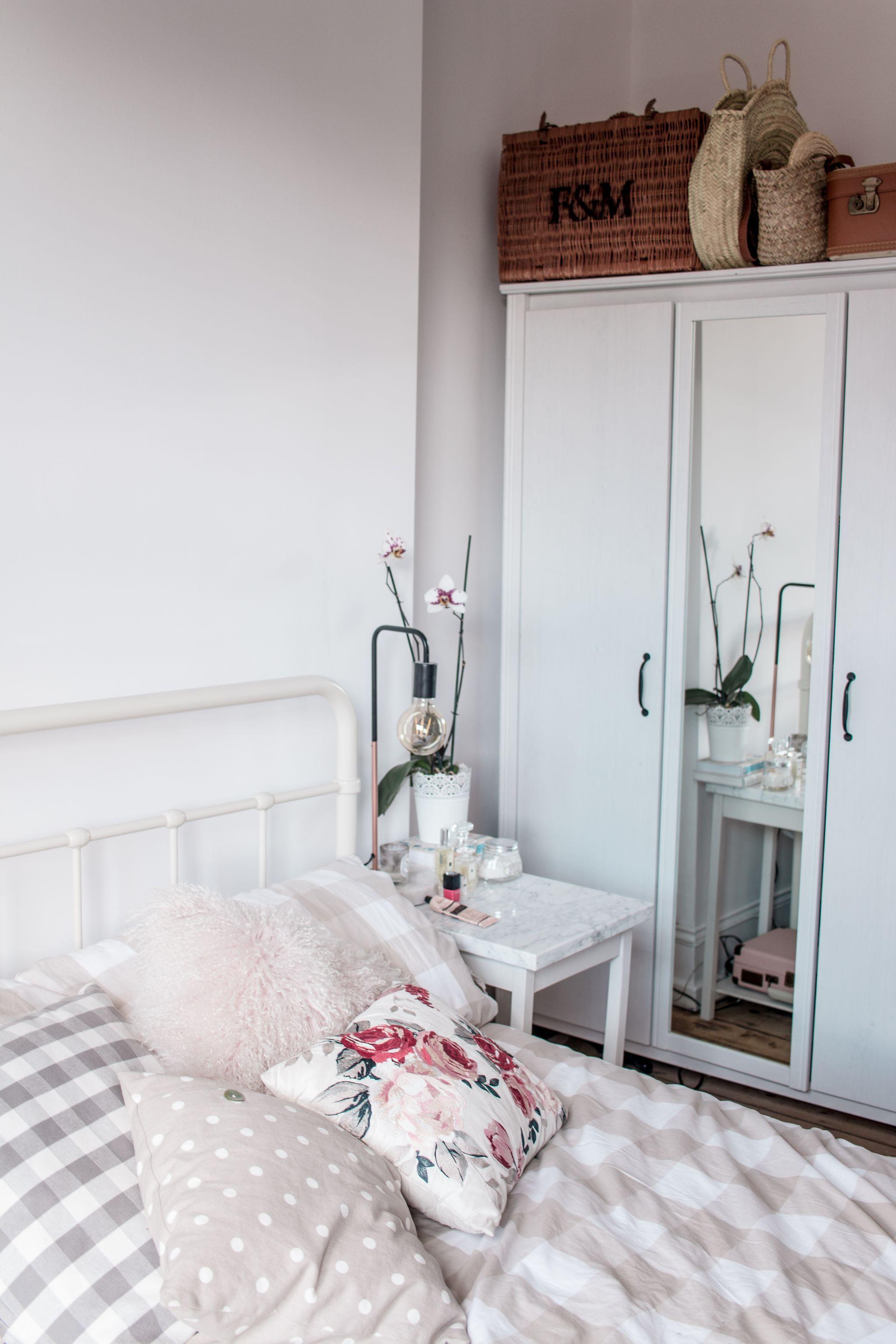 minimal-bedroom-wardrobe-storage